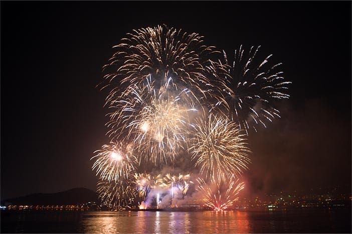 Pháo hoa trên biển tại cảng Sokcheonhang