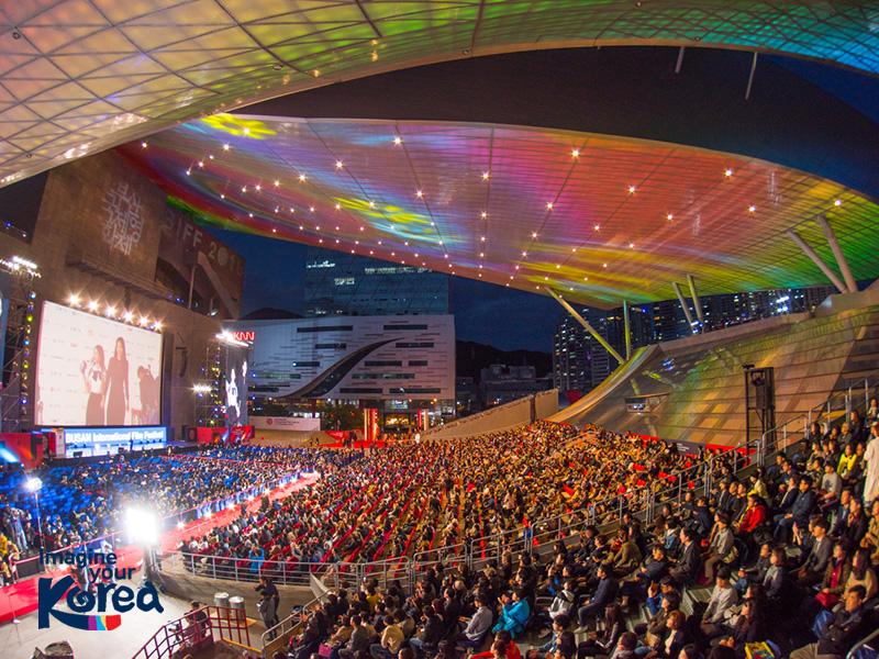 Trung tâm điện ảnh Busan là nơi diễn ra lễ khai mạc và bế mạc của liên hoan phim Busan (BIFF) – sự kiện điện ảnh có tầm ảnh hưởng quan trọng bậc nhất châu Á