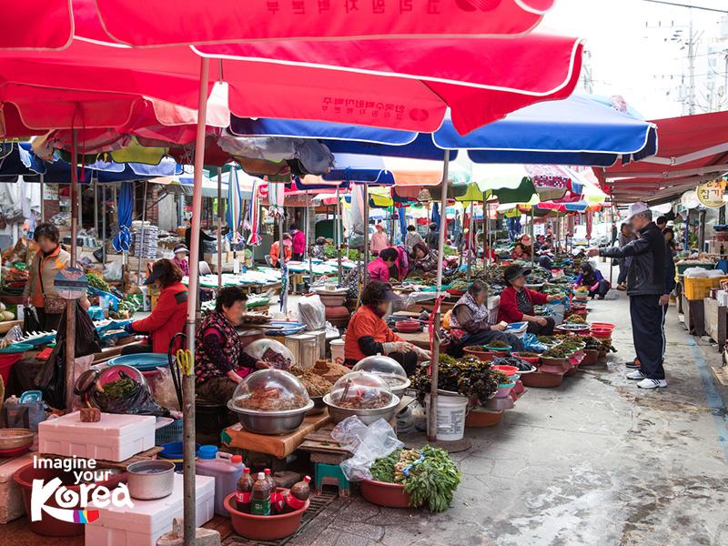 Gijang là khu chợ rong biển nổi tiếng tại Busan Hàn Quốc. Đây là nơi mà du khách có thể mua bất kỳ loại rong biển nào từ rong biển tươi đến rong biển khô.