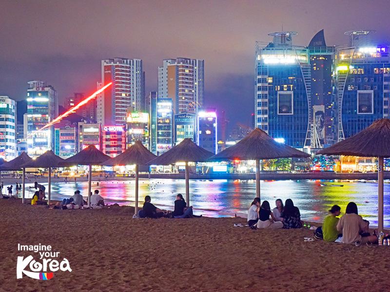 Bãi biển Gwangalli nhộn nhịp vào ban đêm nên rất phù hợp với giới trẻ