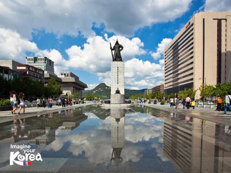 Quảng trường Gwanghwamun gắn liền với hình ảnh và câu chuyện về vua Sejong