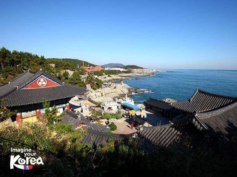 Chùa Haedong Yonggungsa mang đến cho du khách một không gian vô cùng thoáng đãng, yên bình. Đây là nơi du khách có thể rũ bỏ hết mệt mỏi sau những bộn bề lo toan của cuộc sống