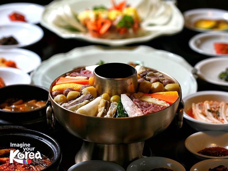 Ẩm thực hoàng gia được làm từ các nguyên liệu tươi ngon nhất đến từ khắp các vùng của đất nước Hàn Quốc