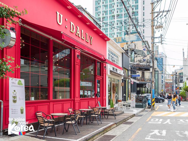 Đến với Jeonpo du khách không chỉ được thưởng thức những tách cà phê thơm ngon mà còn dễ dàng bắt gặp được những góc chụp cho được các bức ảnh để đời.