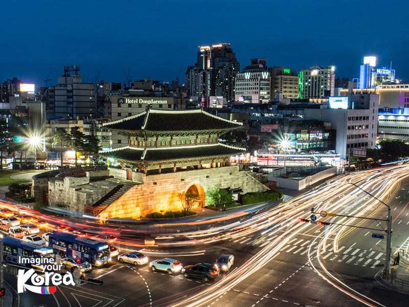 Cổng Heunginjimun là cổng lớn nhất ở Seoul