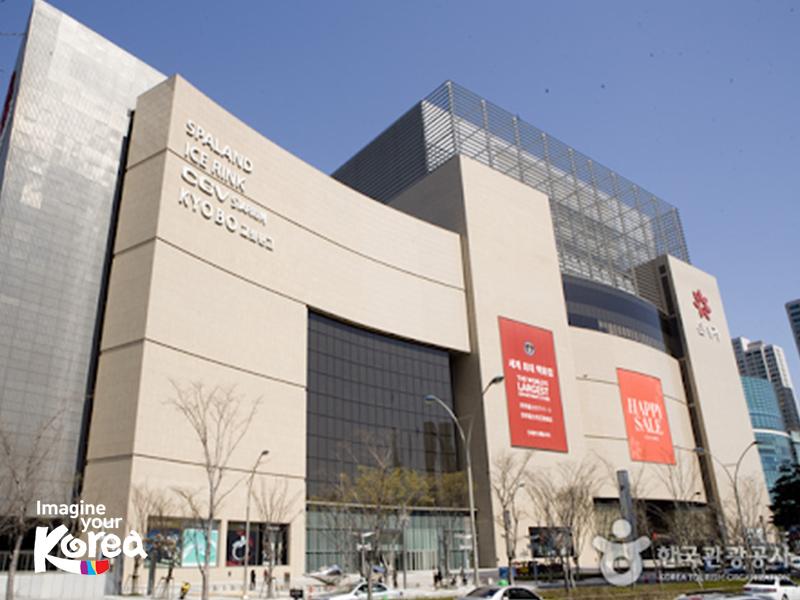 Được sách Kỷ lục Guinness công nhận là khu trung tâm thương mại lớn nhất thế giới, đến với Shinsegae Centum City du khách sẽ dễ dàng tìm được những nhãn hiệu nổi tiếng nhất và thỏa sức mua sắm