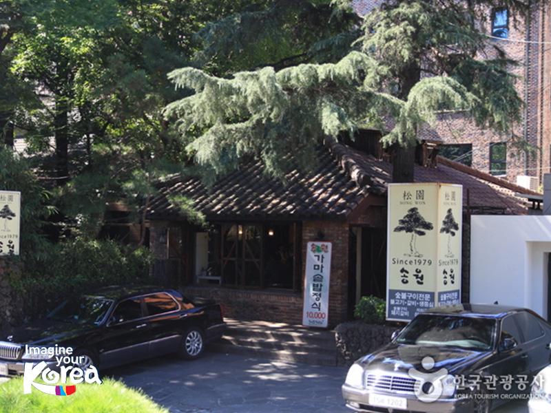 Nhà hàng Songwon chỉ phục vụ thịt bò Hàn Quốc chất lượng cao tẩm ướp với hơn 20 loại nguyên liệu