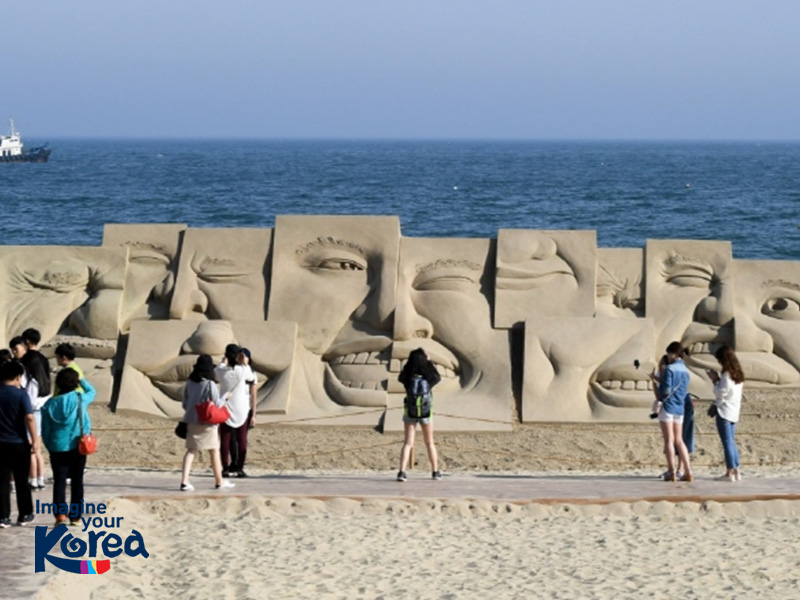 Những tác phẩm nghệ thuật làm từ cát độc đáo tại lễ hội
